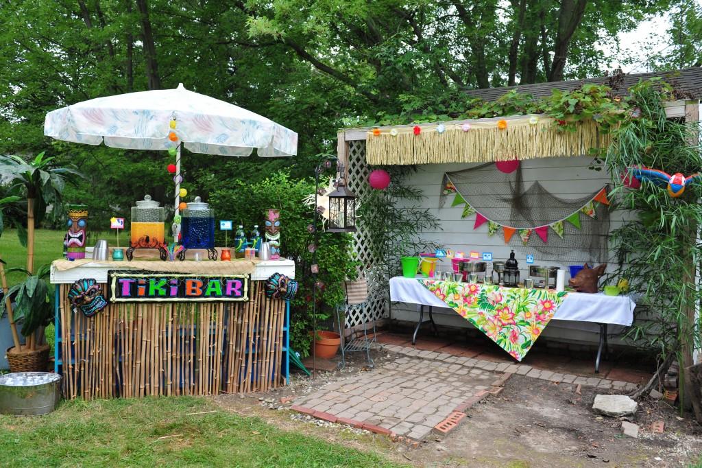 Food table:tiki bar