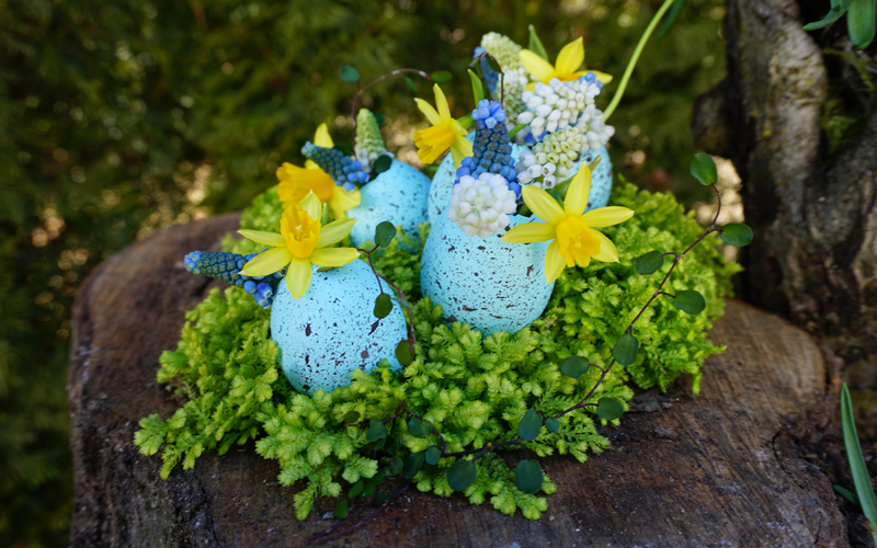 March Magic of the Month - Easter Tablescapes